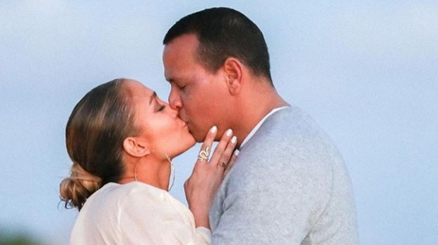 La romántica fotografía que Jennifer Lopez ha publicado del momento en que le dijo «sí» a Alex Rodríguez