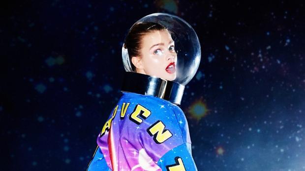 La colección cápsula con la que la firma Pinko ha querido celebrar la llegada del hombre a la Luna