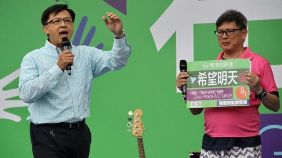 Apuñalado en Hong Kong el diputado Junius Ho, el político más odiado por los manifestantes