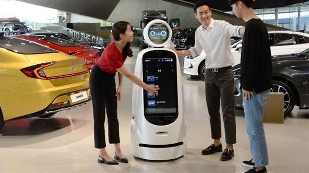 CLOi, el robot «vende coches»