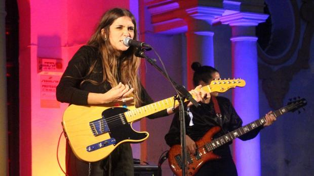 Carmen Boza Incendia Con Versos Y Rock El Nocturama De Sevilla