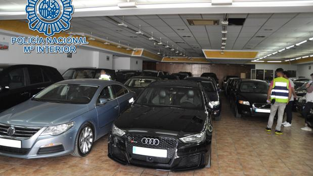 Los investigados adquirían los coches en subastas de vehículos donde podían conseguir hasta 300 coches