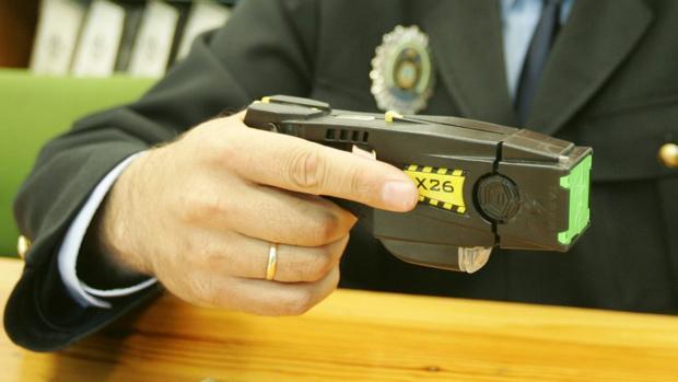 La Policía Nacional ha detenido a una persona en Dos Hermanas por usar una pistola eléctrica en una pelea