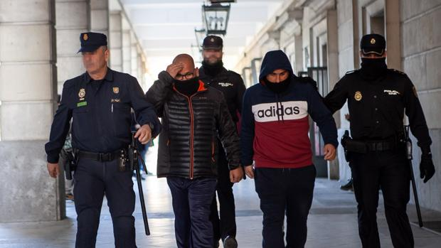 Dos de los detenidos del triple crimen en Dos Hermanas