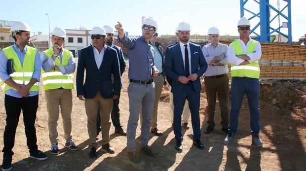 El director general de la Agencia de Educación, Manuel Cortés, ha visitado la obra del colegio