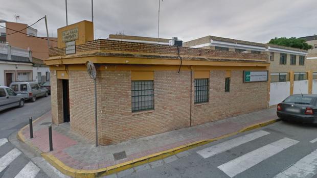 El colegio de Dos Hermanas que está siendo investigado por la autoridad judicial y educativa