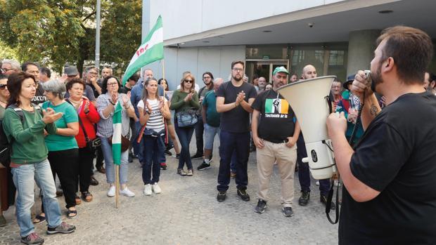 Manifestación de apoyo a los sindicalistas del SAT antes del inicio del juicio