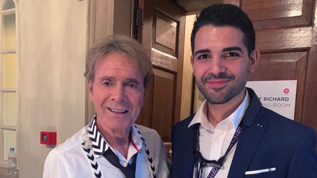 El saxofonista utrerano Manu Brazo con el legendario músico Cliff Richard