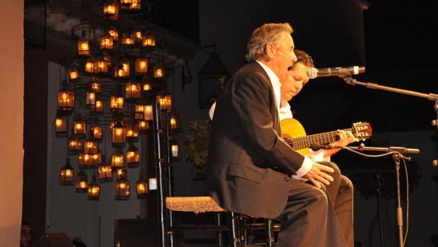 Diego Clavel en una actuación pasada del Festival del Cante Jondo de La Puebla de Cazalla