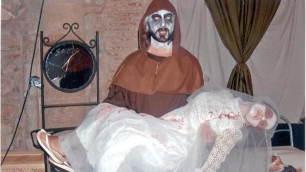 Dos personas caracterizadas en una edición pasada de la Noche del terror de San Nicolás del Puerto