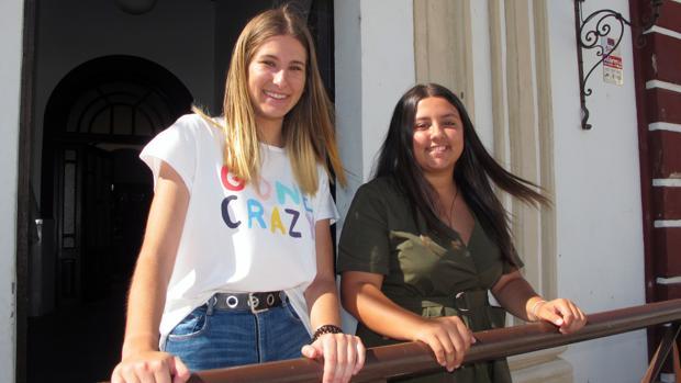 Inmaculada Macías y Alba María García, ganadoras del segundo premio de la sexta edición de «Invéntate tu futuro»