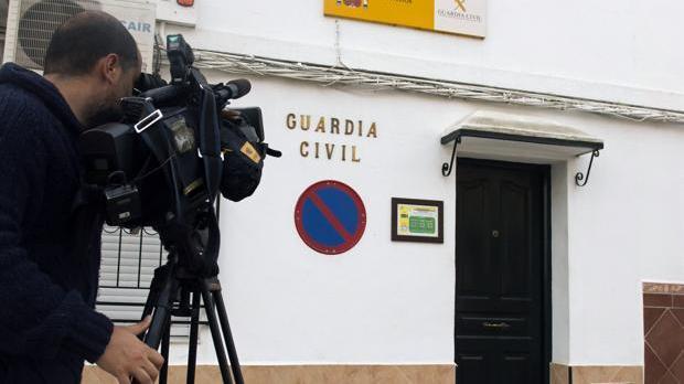 Entrada del cuartel de la Guardia Civil de Isla Mayor donde estaba destinado el sargento Cáceres