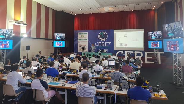 Una imagen del congreso de especialistas en reparaciones de telefonía celebrado el año pasado en Pilas