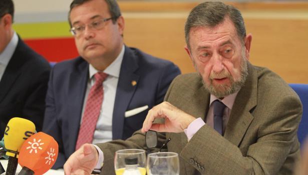 Manuel Gracia durante el encuentro «Diálogos sobre Sevilla» de la Fundación San Pablo