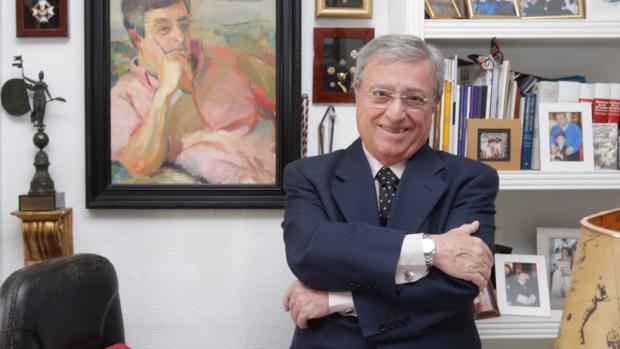 Antonio Moreno Andrade en el despacho de su casa