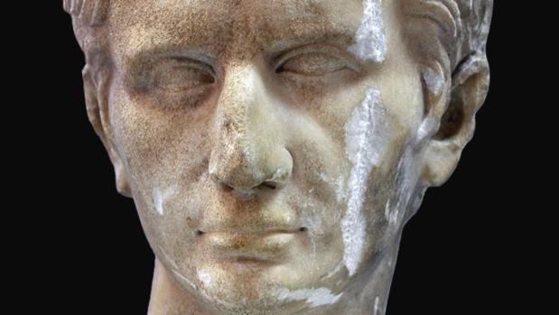 Busto romano del emperador Augusto, hallado en una finca de Lora del Río