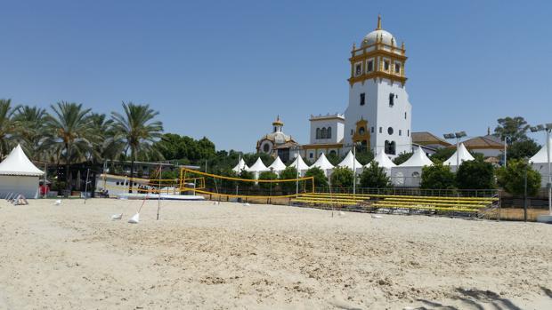 Zona de arena para actividades deportivas relacionadas con la playa en el Muelle de las Delicias