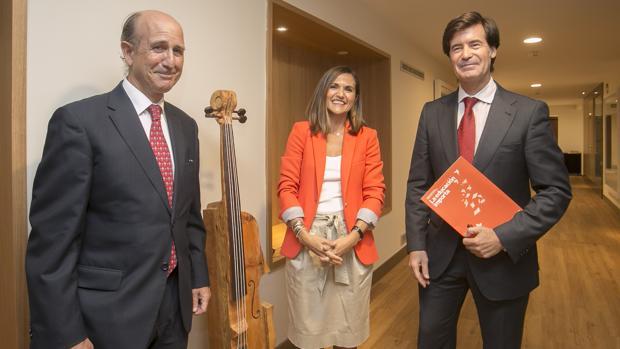 Rafael Caamaño, Miriam Pinto y Miguel Rus, ayer en la sede de la Fundación Cajasol