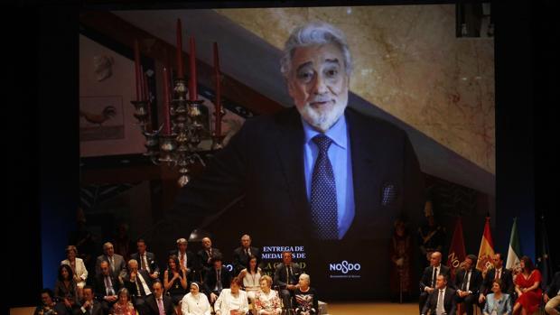 Plácido Domingo no pudo asisitir a la entrega de las medallas de la ciudad y envió un vídeo