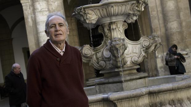 Juan Ignacio Carmona García es autor del libro «La peste en Sevilla», que recopila todos los brotes de la enfermedad documentos en Sevilla desde el año 1350.