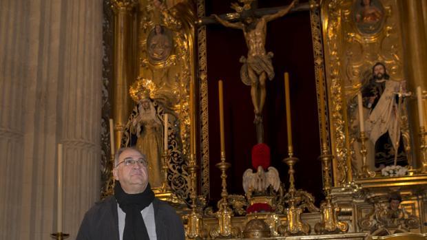 Reinaldo del Prette, arzobispo de Valencia, en Venezuela, ante el Cristo del Amor en el Salvador
