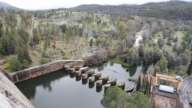 Imagen del pantano de Aracena