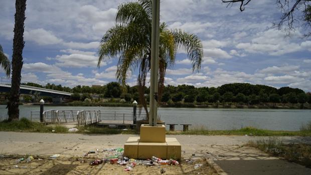 Acumulación de basura en el Jardín Americano