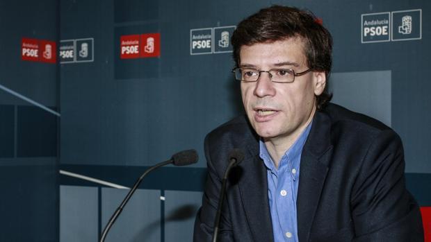 El diputado socialista Carmelo Gómez