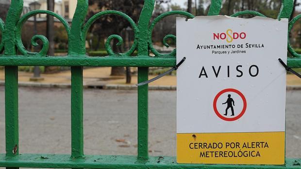 El cierre de los parques es habitual cuando existe una alerta por viento y lluvia