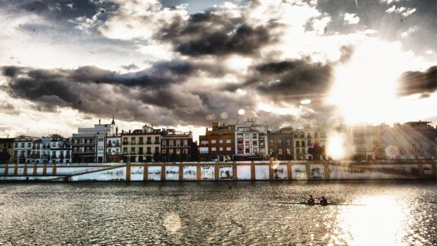 Cielos nubosos y un tímido sol en Sevilla