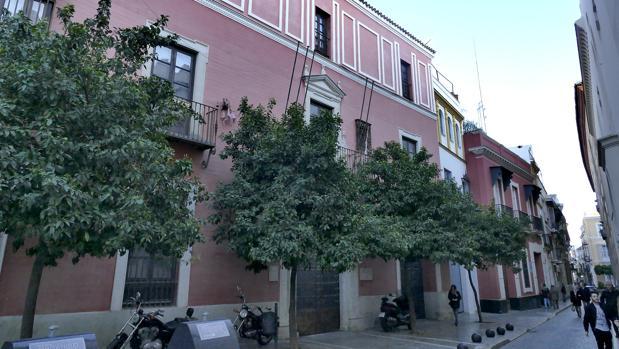 Fachada del palacio de los Condes de Ibarra, en la calle San José 3 de la capital andaluza