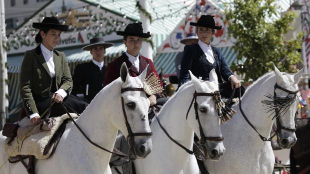 Paseo de caballos en el Real