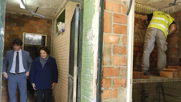 Guevara y Castreño en el antiguo edificio de aseos, actualmente en recuperación