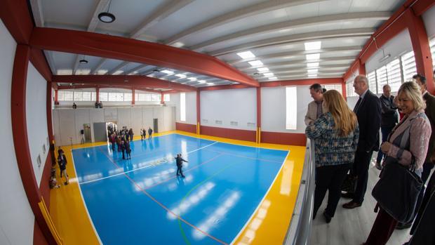 Espadas ha inaugurado el nuevo pabellón multiusos de Alcosa