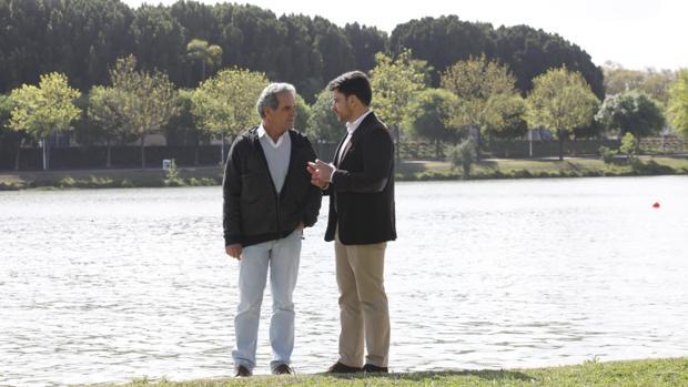 Beltrán Pérez con Ricardo Librero, en el Jardín Americano