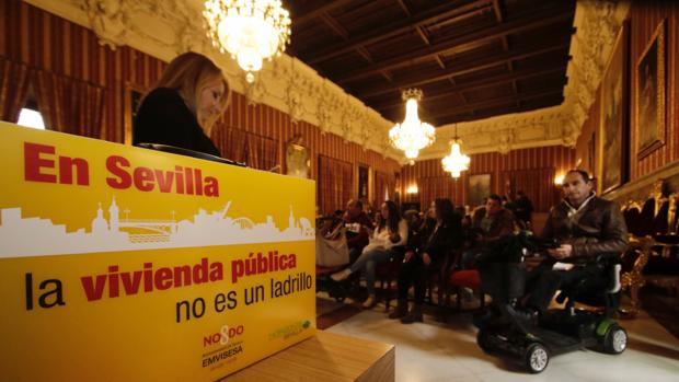 Entrega de viviendas públicas en el Ayuntamiento de Sevilla