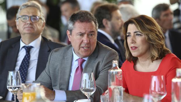 Juan Espadas y Susana Díaz, junto al director de la SER, Antonio Yélamo