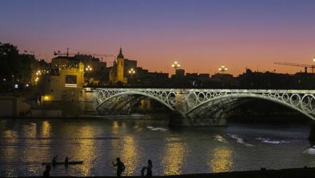 El puente de Isabel II, también conocido como «puente de Triana»