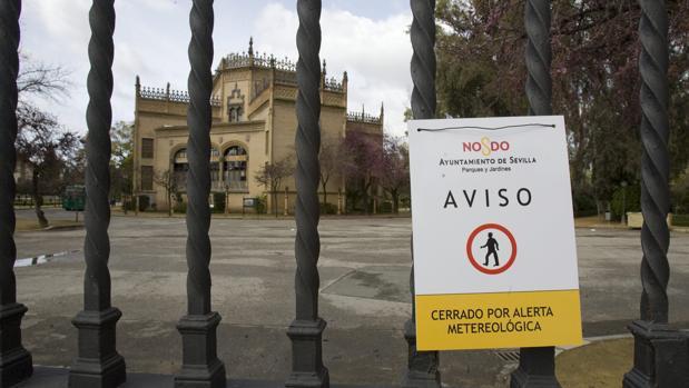 Parque María Luisa cerrado por alerta meteorológica