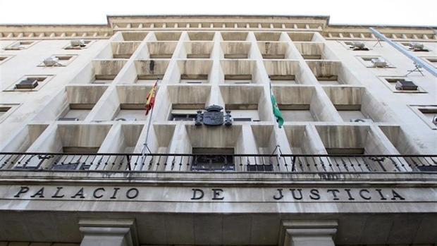 La Audiencia de Sevilla ha acogido este miércoles el juicio contra este varón de 65 años