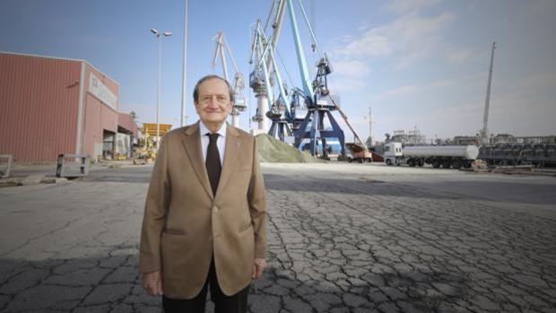 «El Puerto de Sevilla tiene 72 hectáreas para crecer pero el Gobierno favorece a Bilbao con tasas más bajas»