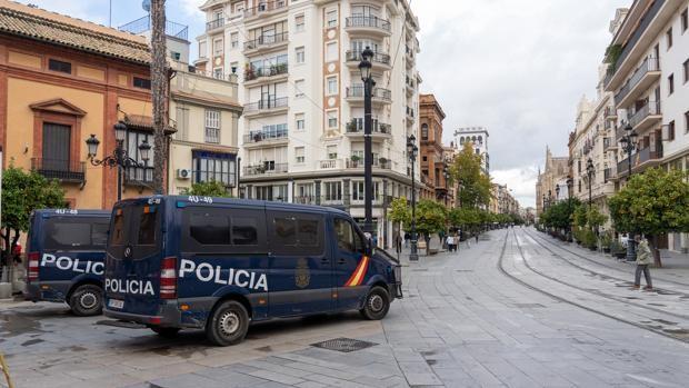 Detenido un hombre de 72 años por quemar una treintena de porterillos en casas del centro de Sevilla