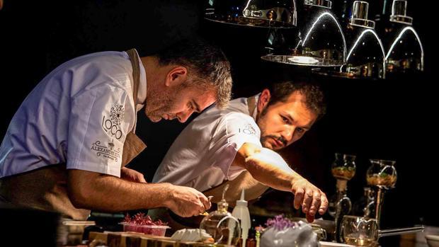 El cocinero portugués Alexandre Silva en la cocina de «Loco»
