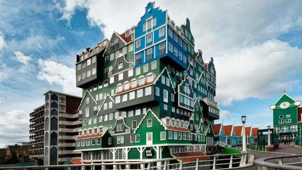 Este edificio colorido de casas apiladas es uno de los hoteles con los diseños más espectaculares