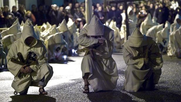 Desfile procesional de la Hermandad del Santísimo Cristo de Espiritu Santo por las calles de Zamora
